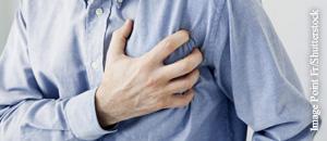 Starker Brustschmerz gilt als Leitsymptom für einen Herzinfarkt.