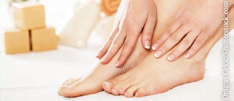 Fußpflege leicht gemacht, © Dragan Grkic/Shutterstock.com