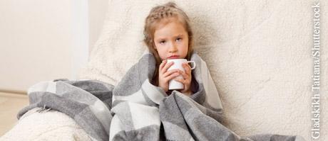 Warm halten und Vitamin-C-haltige Flüssigkeit aufnehmen unterstützt den Körper bei der Bekämpfung von Harnwegsinfekten.