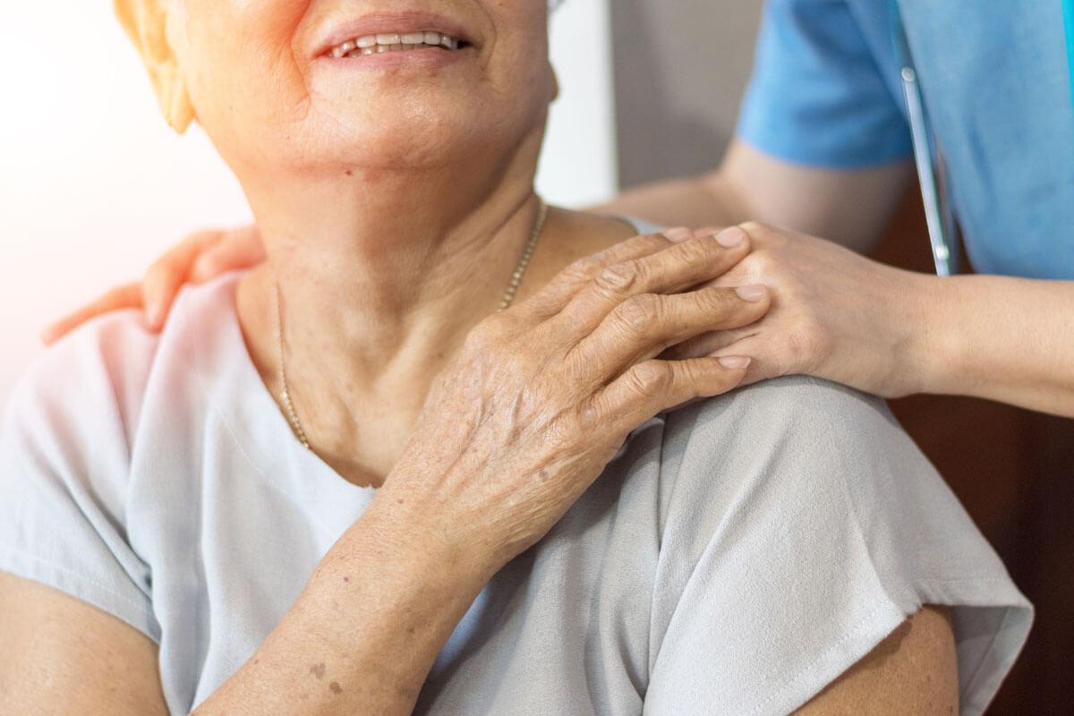Hilfsmittel für die Pflege zuhause, © BlurryMe/Shutterstock.com