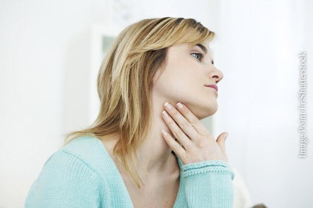Druckgefühle im Hals können auf einen Kropf hinweisen.