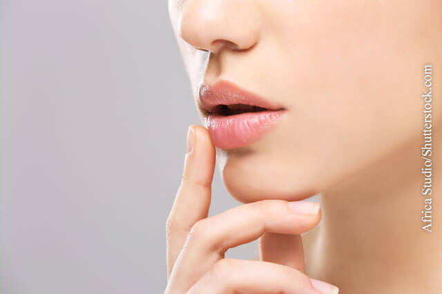 Für gepflegte und schöne Lippen hält Ihre Apotheke verschiedene Präparate bereit.