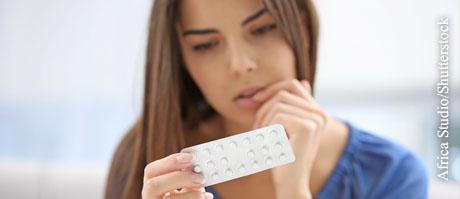Bei Fragen zu Nebenwirkungen spezifischer Medikamente helfen Arzt und Apotheker sowie die Packungsbeilage weiter.