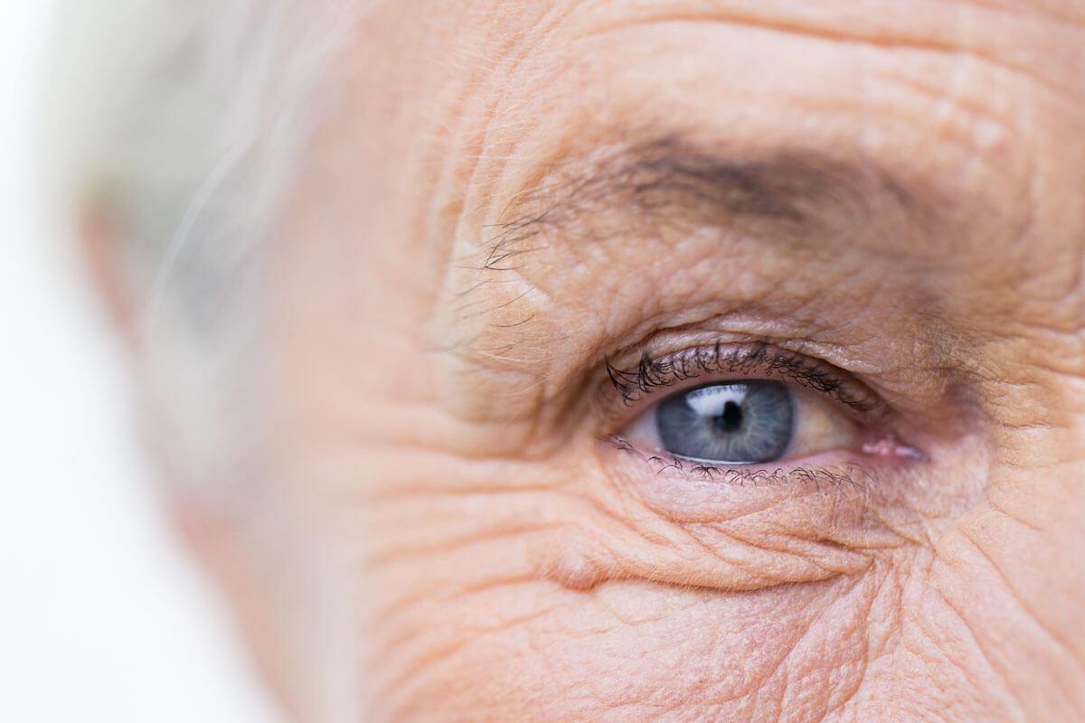 Gesunde Ernährung und regelmäßige Bewegung reduzieren das Risiko für Alterserkrankungen des Auges.