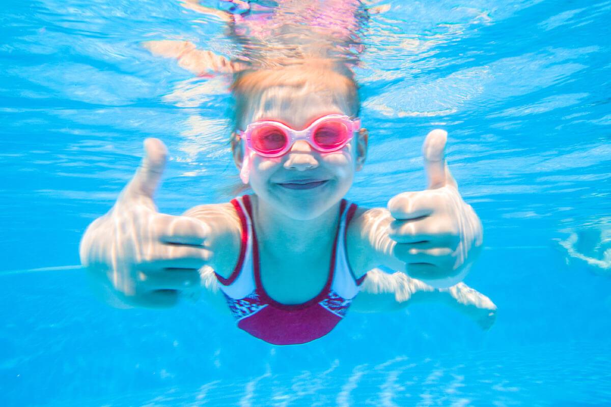 In Coronazeiten ist auch im Schwimmbecken Abstand halten oberstes Gebot.
