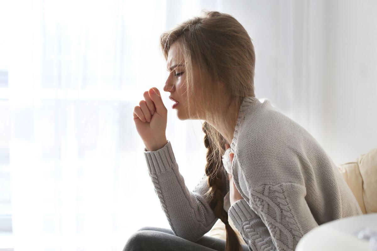 Dicke setzen Grippeviren länger frei, © Africa Studio/Shutterstock.com