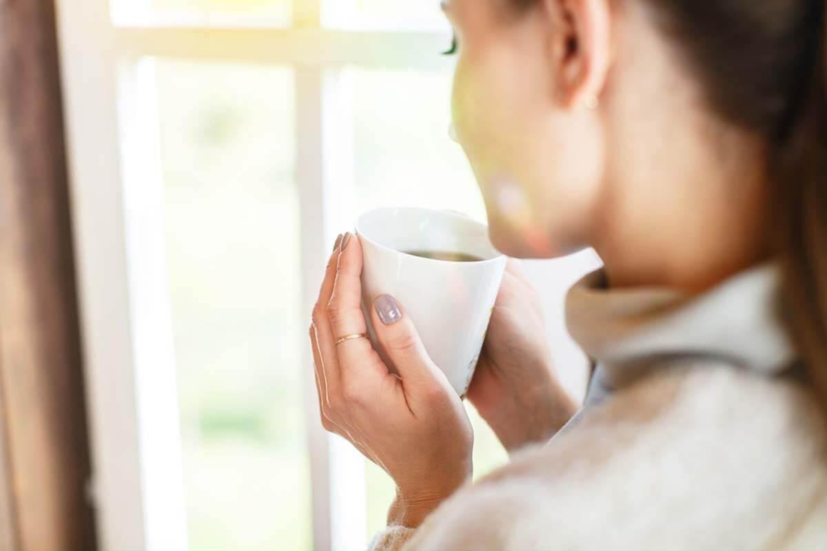 Arzneitees für die Frau, © wavebreakmedia/Shutterstock