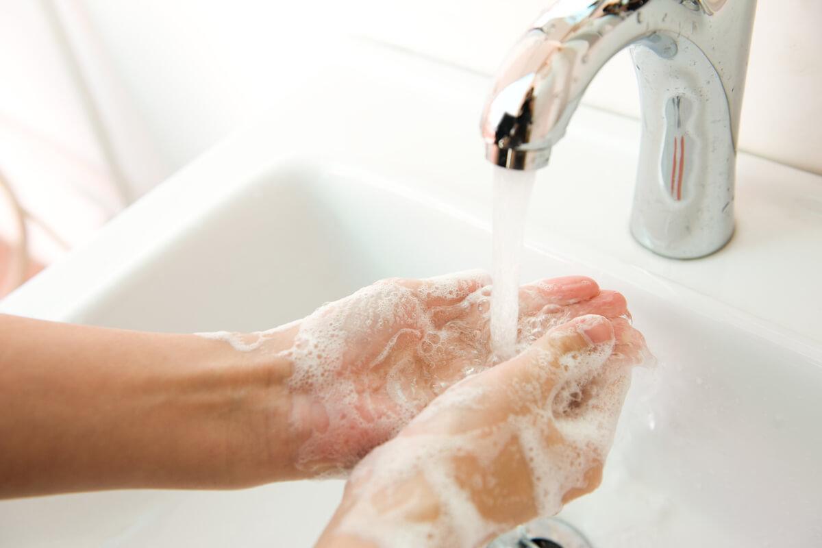 Händewaschen hält gesund, © hxdbzxy/Shutterstock.com