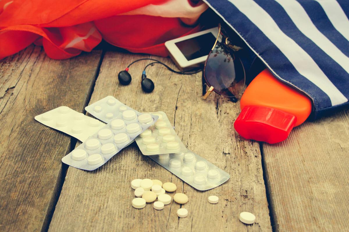 In der Sommerhitze führen manche Medikamente zu bisher nicht aufgetretenen Nebenwirkungen.