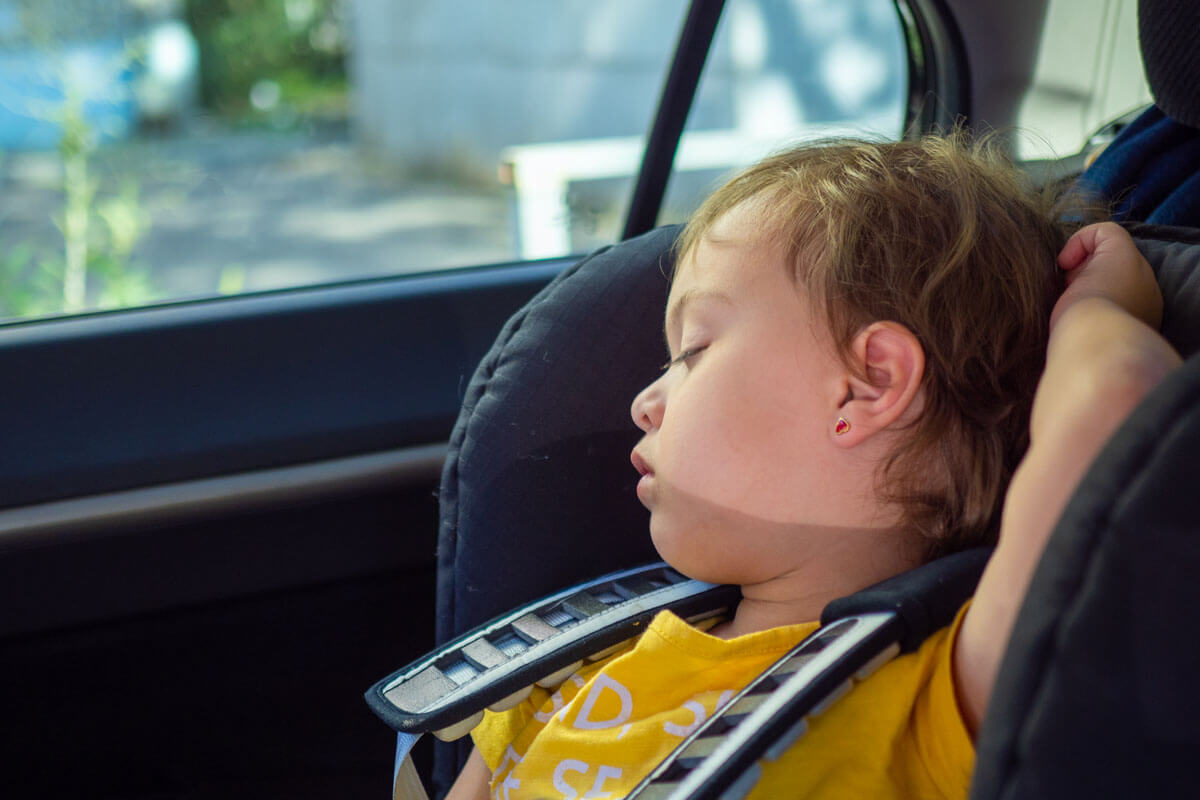 Kind nicht im Auto vergessen!, © Svetlana Khoruzhaia/Shutterstock.com