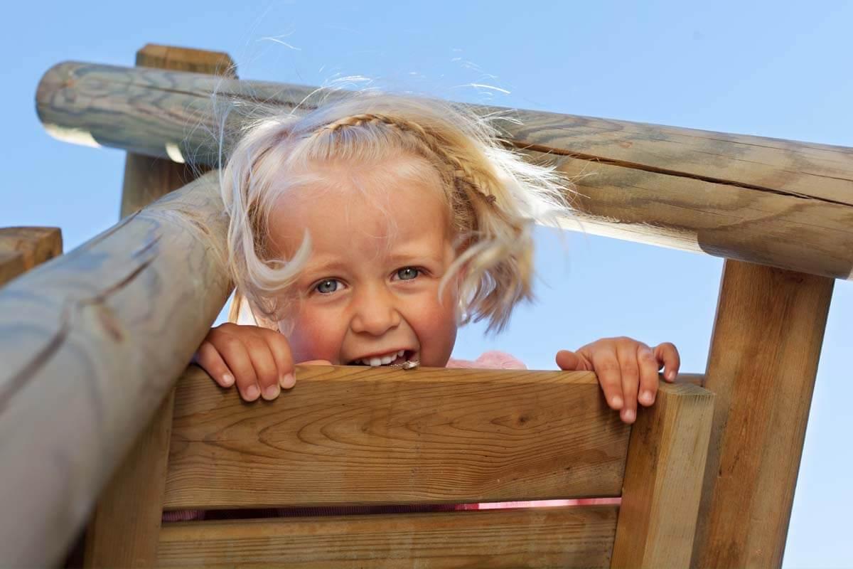 Holzsplitter sicher entfernen, © stockfour/Shutterstock.com