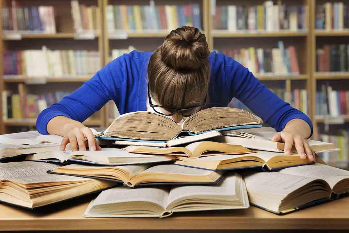 Inzi...was? Fachbegriffe rund um Corona, © Inara Prusakova/Shutterstock.com