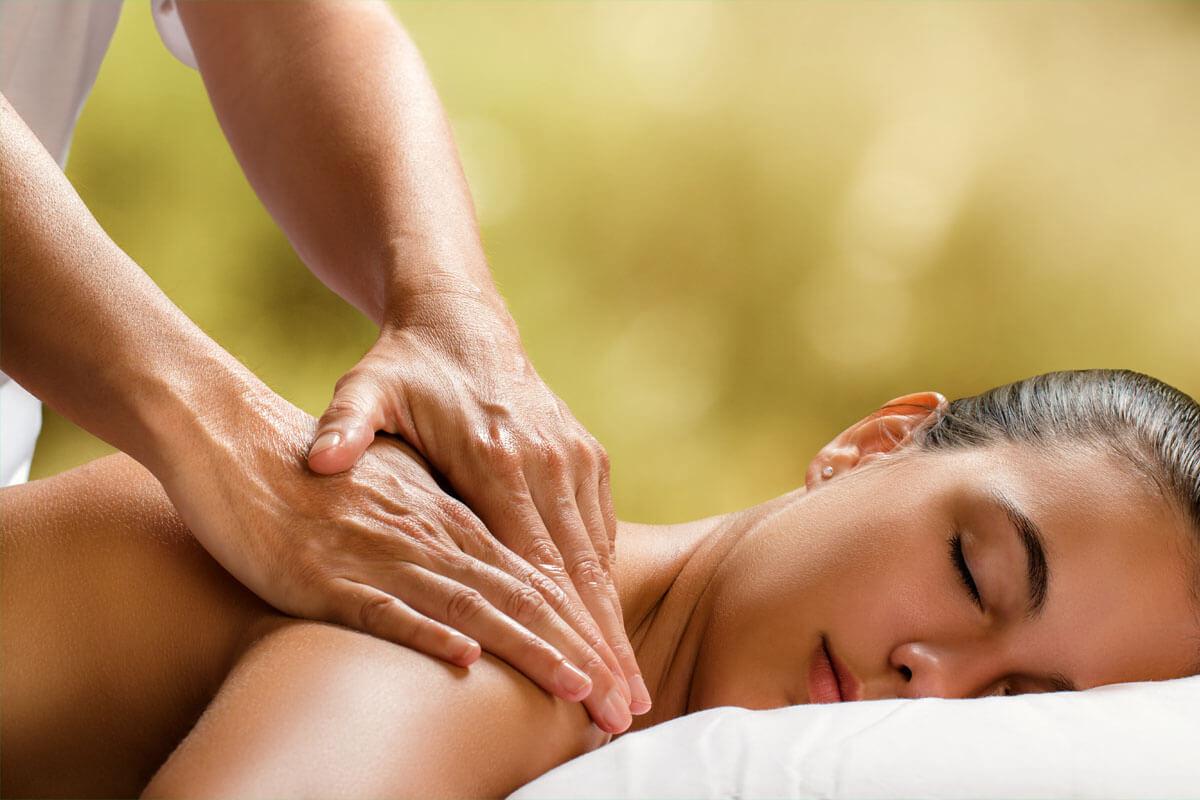 Massagen beeinflussen das Nervensystem und setzen schmerzlindernde Botenstoffe frei.