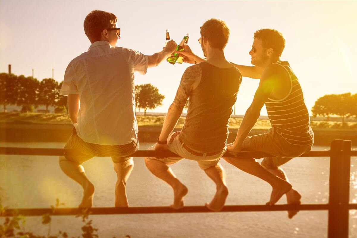 Kleine Hoden, hoher Alkoholkonsum, © lassedesignen/Shutterstock.com
