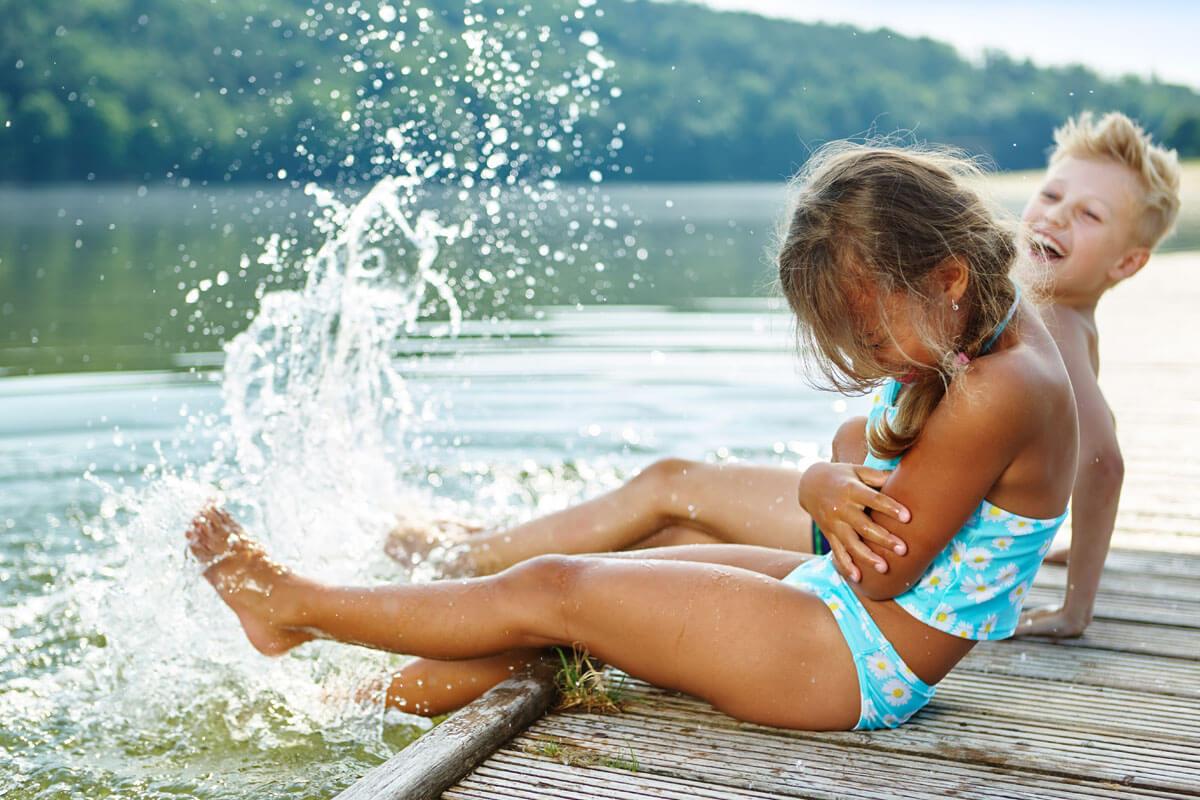 Klares Wasser und keine Wasservögel: hier ist gut Baden.