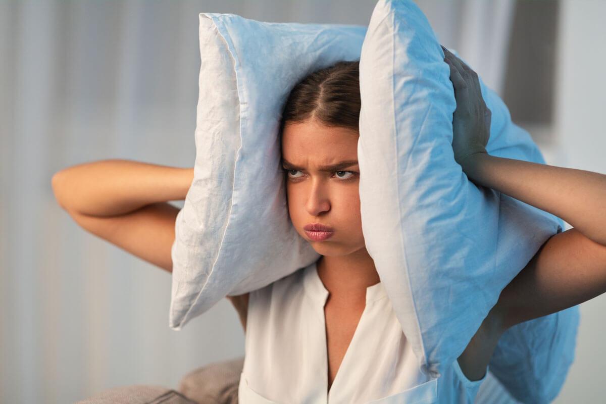 Lärm macht depressiv, © Prostock-studio/Shutterstock.com