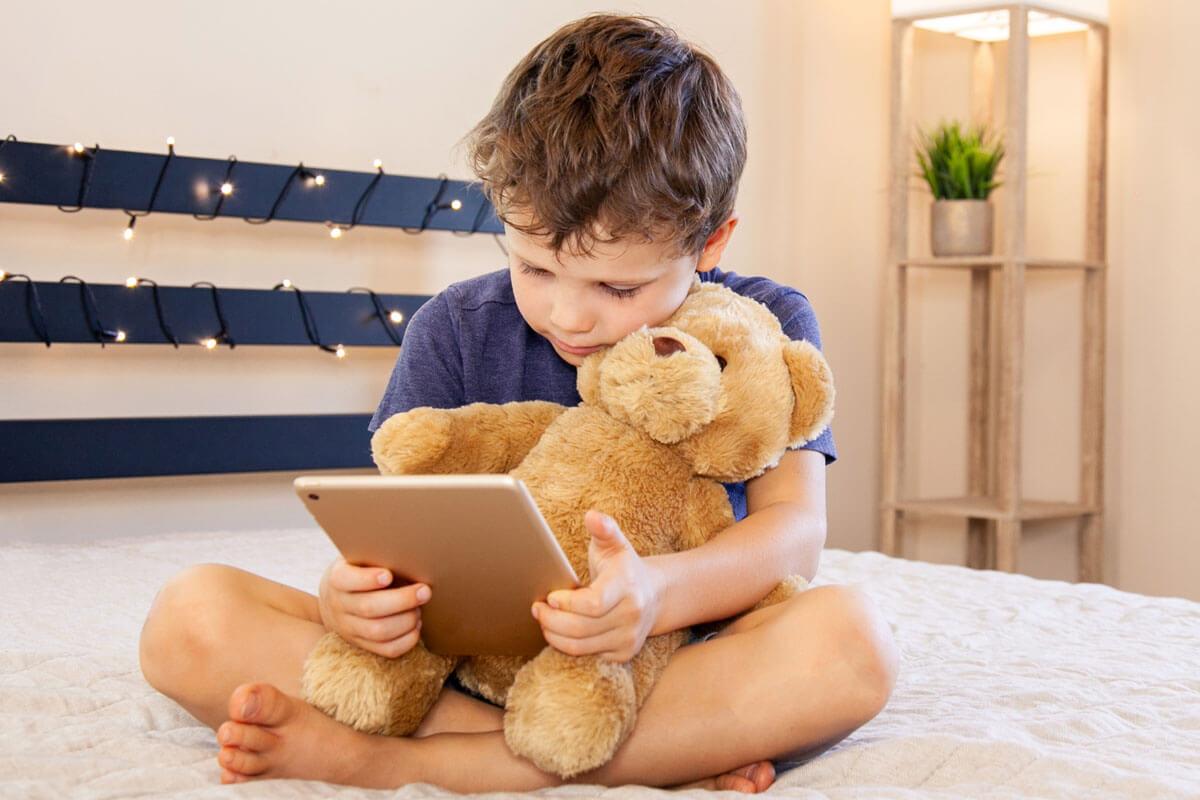 Lern-App hilft beim Lesen-Lernen, © MiMaLeFi/Shutterstock.com