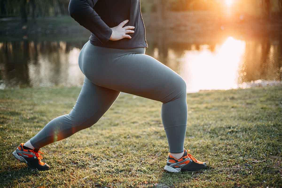 Typischerweise lagert sich das Fett an Beinen und Hüften ab, während der Rumpf schlank bleibt.