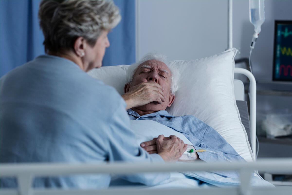 Lungenentzündung bei Senioren, © Photographee.eu/Shutterstock.com