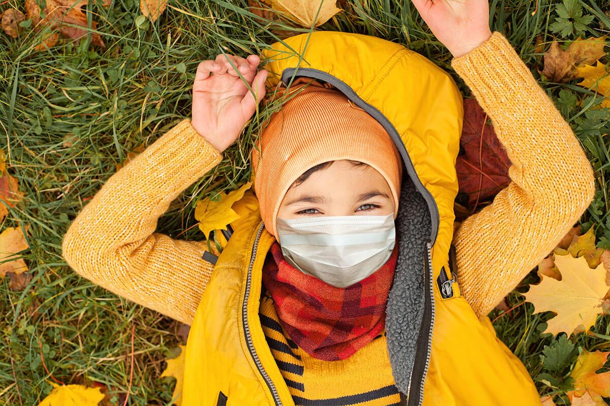 Maske und Kind – passt das?, © MillaF/shutterstock.com