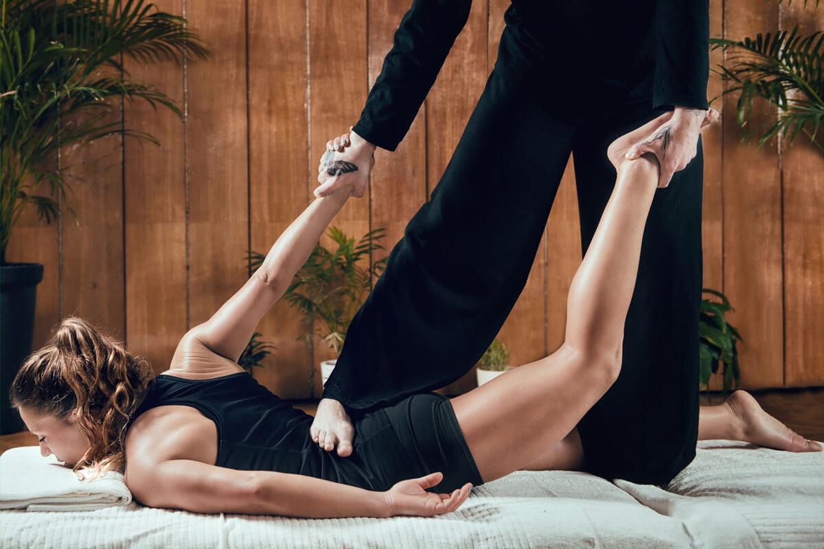 Shiatsu ist eine Massageform, die ursprünglich aus Japan kommt.