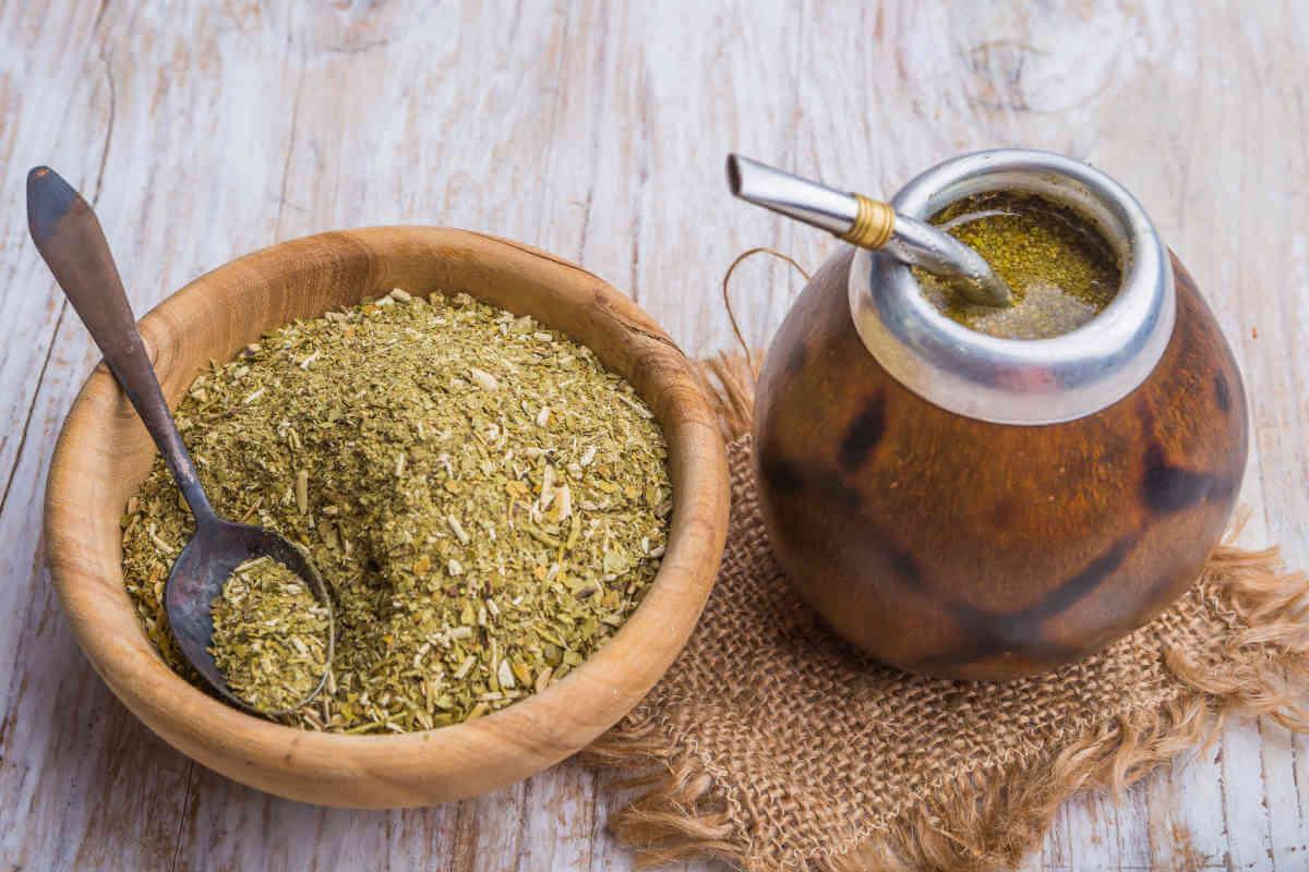 Nahrungsergänzung im Blick: Mate-Tee, © Aneta_Gu/Shutterstock.com