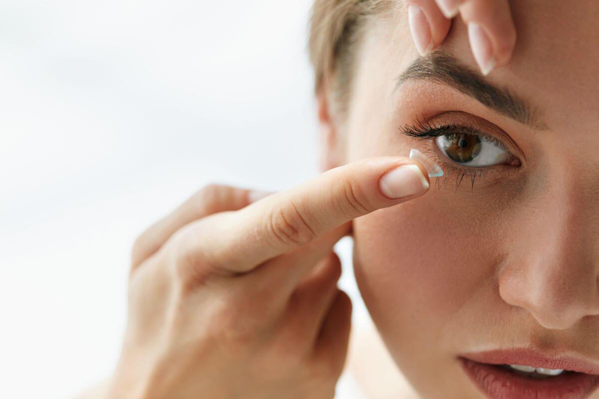Nicht mit Kontaktlinsen einschlafen, © puhhha/Shutterstock.com