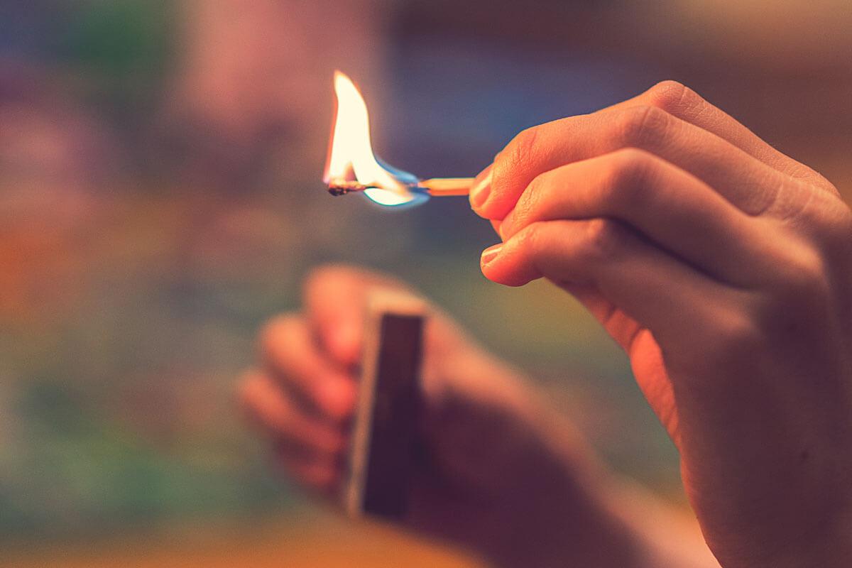 Erste Hilfe bei Verbrennungen, © Petrychenko Anton/Shutterstock.com
