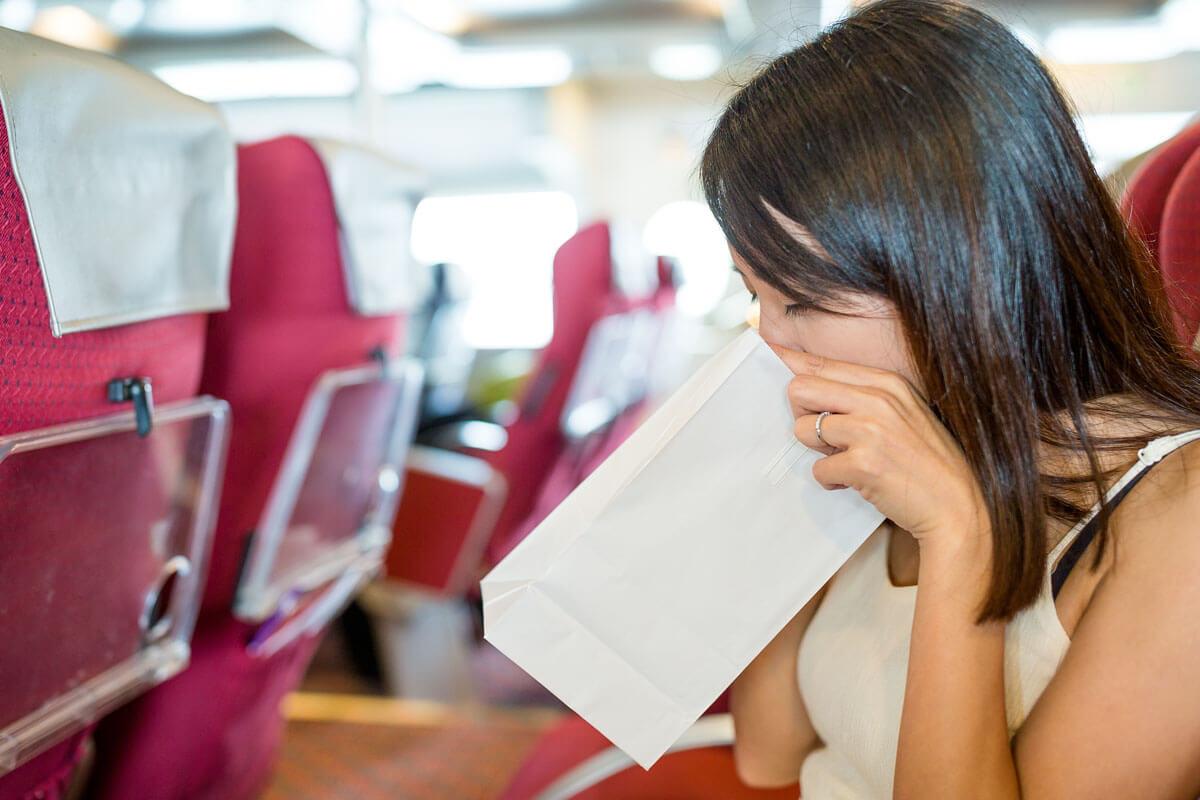 Was bei Reiseübelkeit hilft, © leungchopan/Shutterstock.com