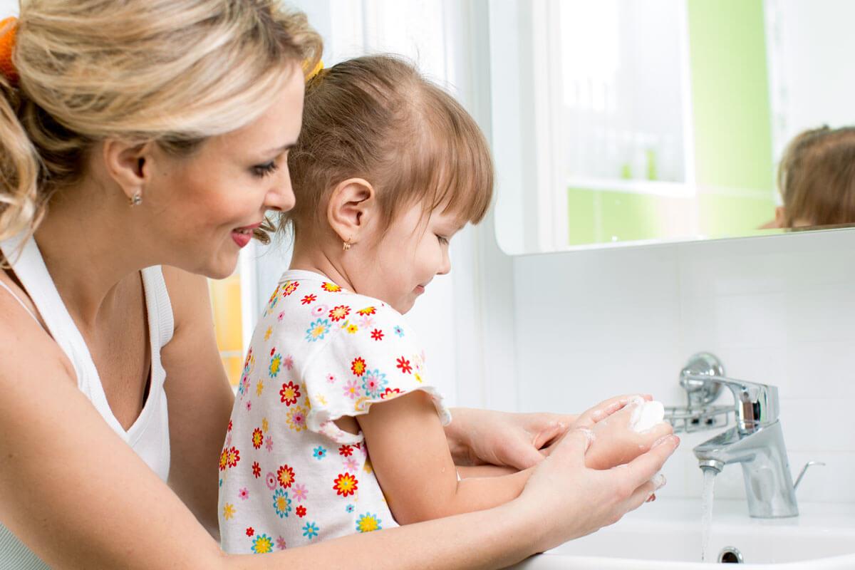 Richtiges Händewaschen bei Kindern, © Oksana Kuzmina/Shutterstock.com