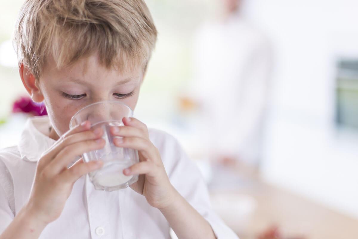 Schützt Milch vor Knochenbrüchen?, © Jack Frog/Shutterstock.com