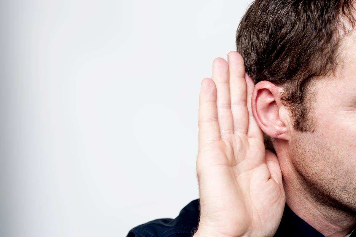 Schwerhörigkeit nicht ignorieren, © stockyimages/Shutterstock.com