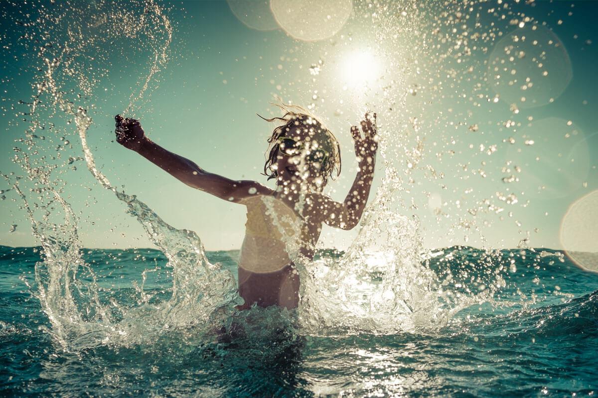 Schwimmfähigkeit von Kindern, © Sunny studio/Shutterstock.com