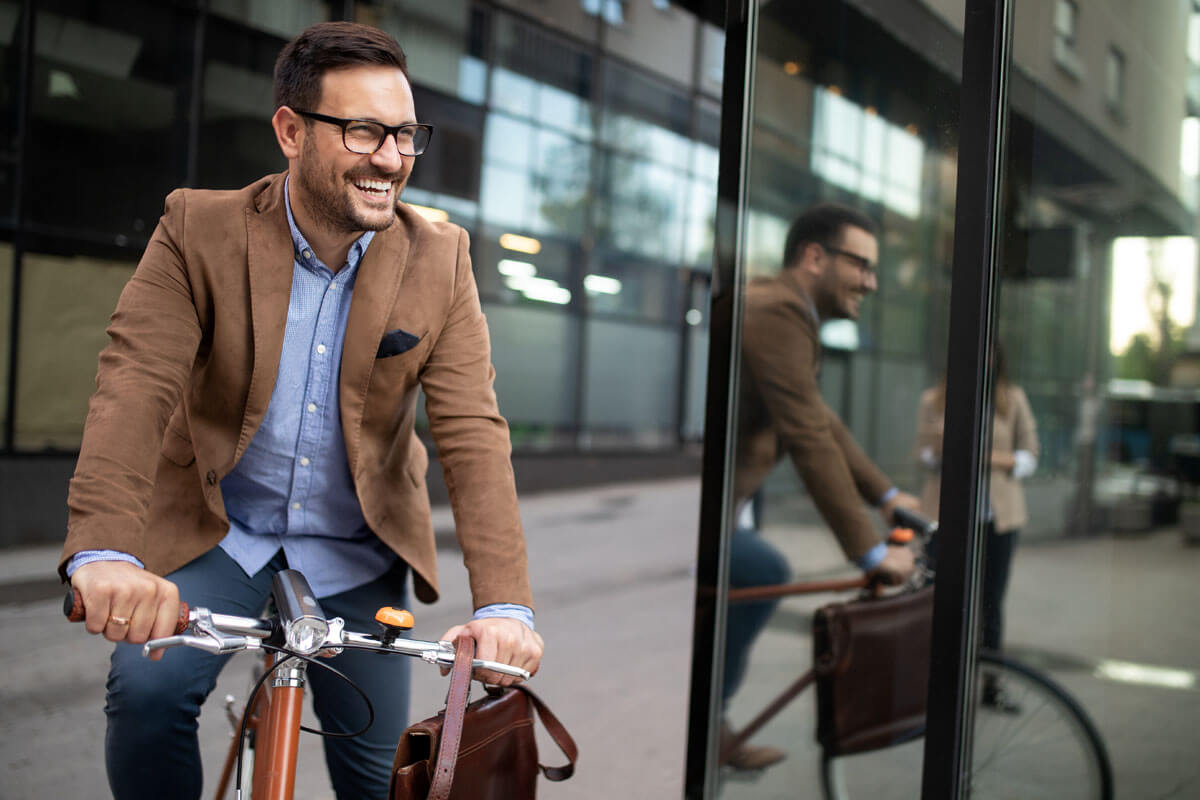 Macht Spaß und hält fit: Den Weg zur Arbeit mit dem Rad zurücklegen.