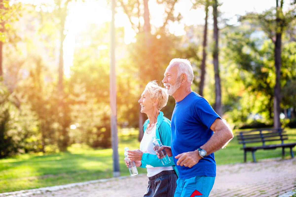 Sportlich durch den Herbst, © hedgehog94/Shutterstock.com