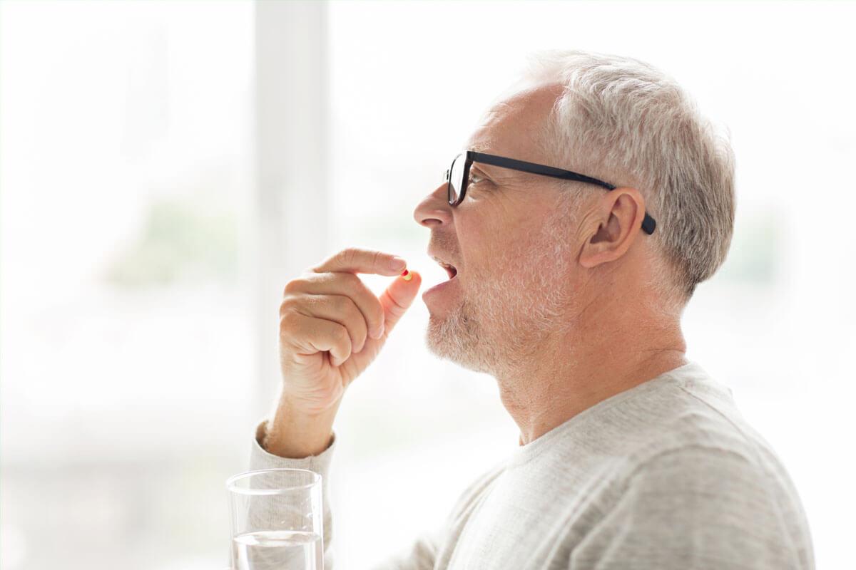 Tabletten schlucken leicht gemacht, © Syda Productions/Shutterstock.com