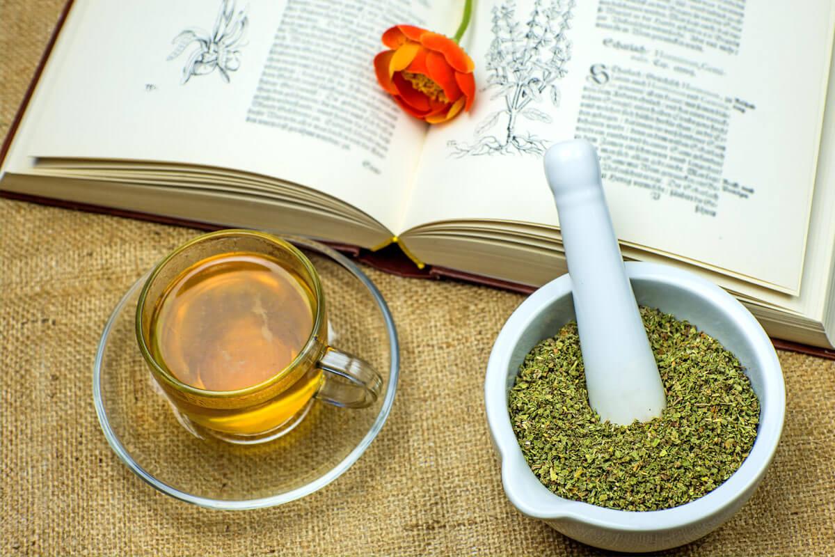 Die traditionelle Phytotherapie arbeitet oft mit Tees und Aufgüssen.