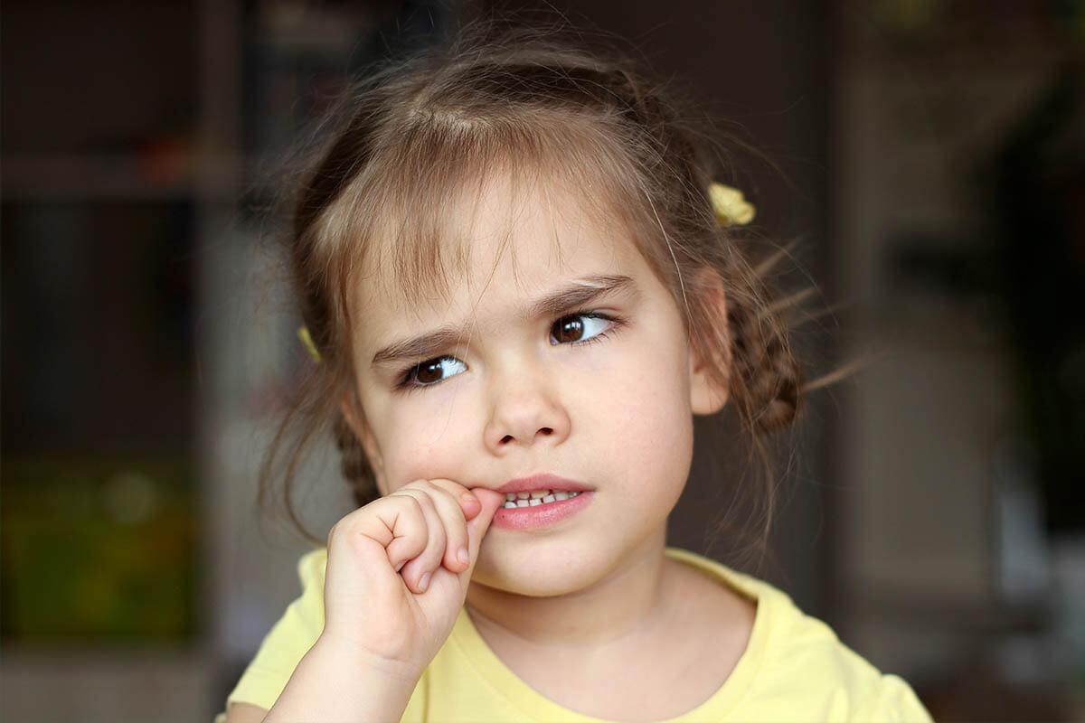 Was hilft gegen Nägelkauen?, © Maria Symchych/Shutterstock.de