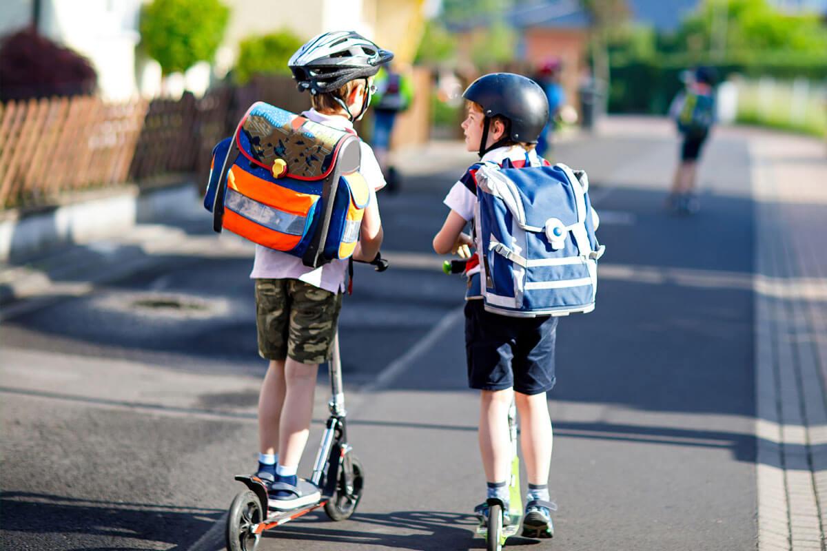 Was verträgt der Kinderrücken?, © Romrodphoto/Shutterstock.com