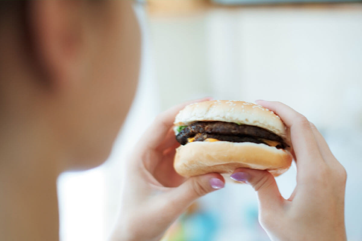 Wie Junk-Food süchtig macht, © Arman Novic/Shutterstock.com