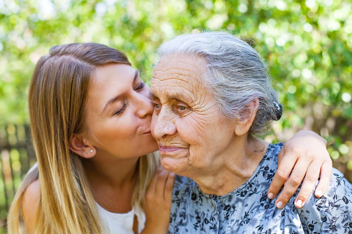Die Pflege von Demenzkranken stellt Angehörige vor eine große Herausforderung.