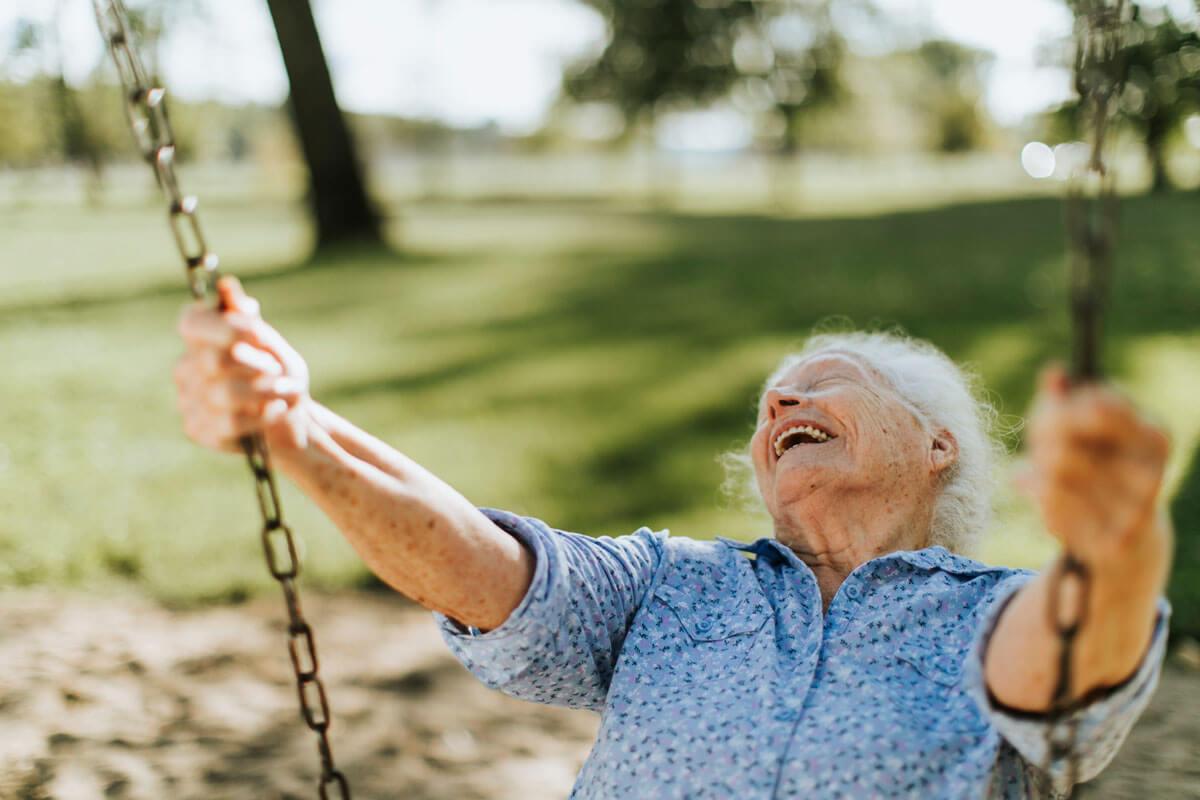 Frische Luft beruhigt Demenzkranke, © Rawpixel.com/Shutterstock.com