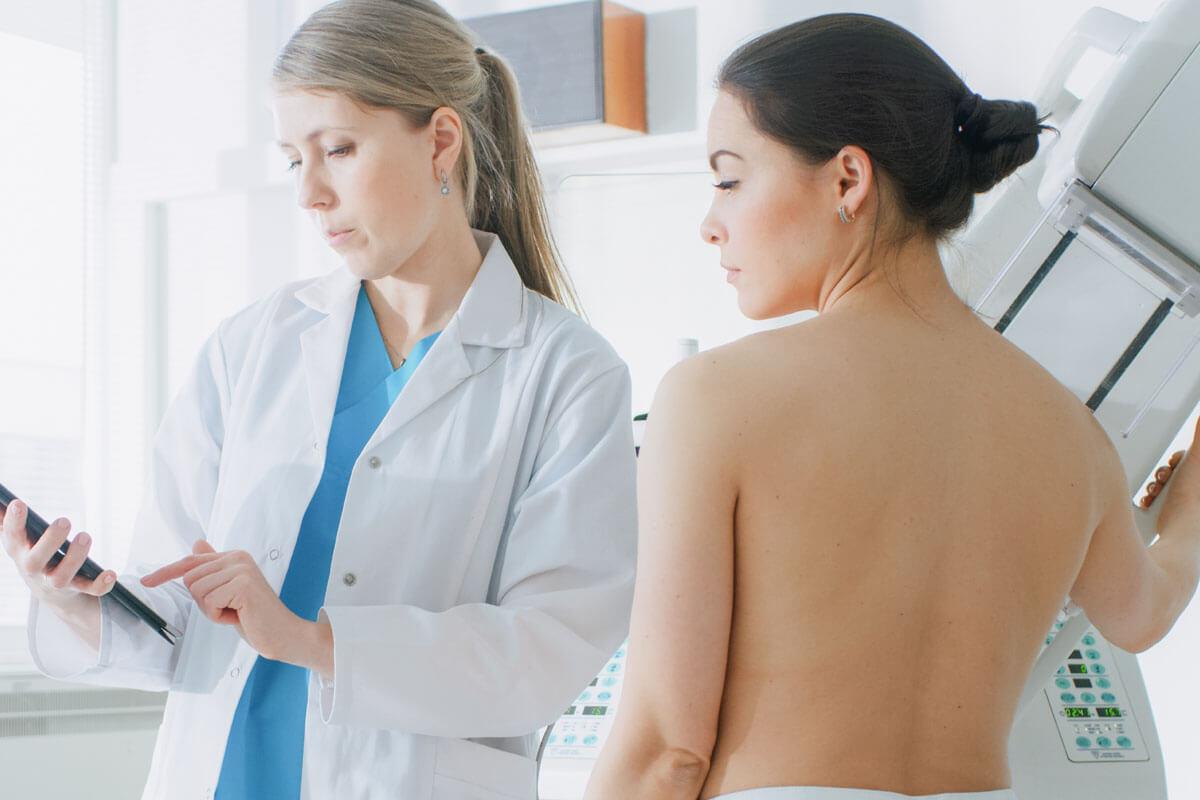 Hormontherapie fördert Brustkrebs, © Gorodenkoff/Shutterstock.com