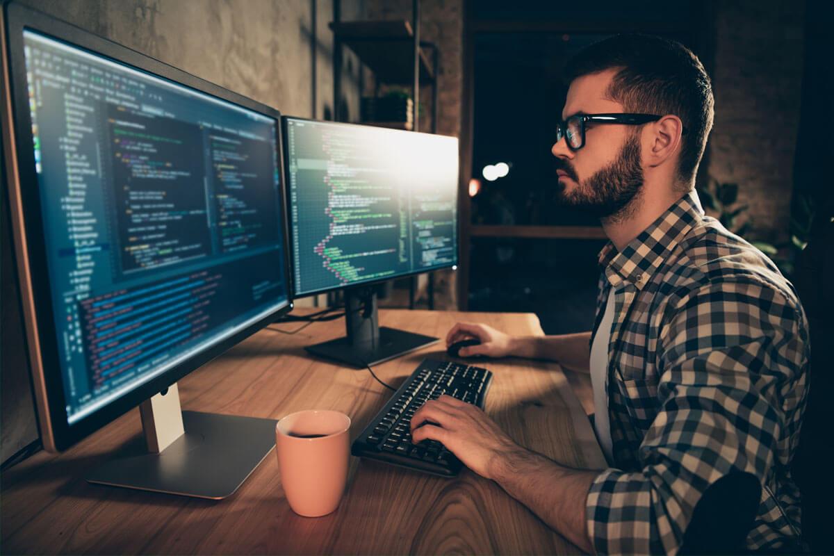 Eigene Brille für den Arbeitsplatz?, Bild: © Roman Samborskyi/Shutterstock.com