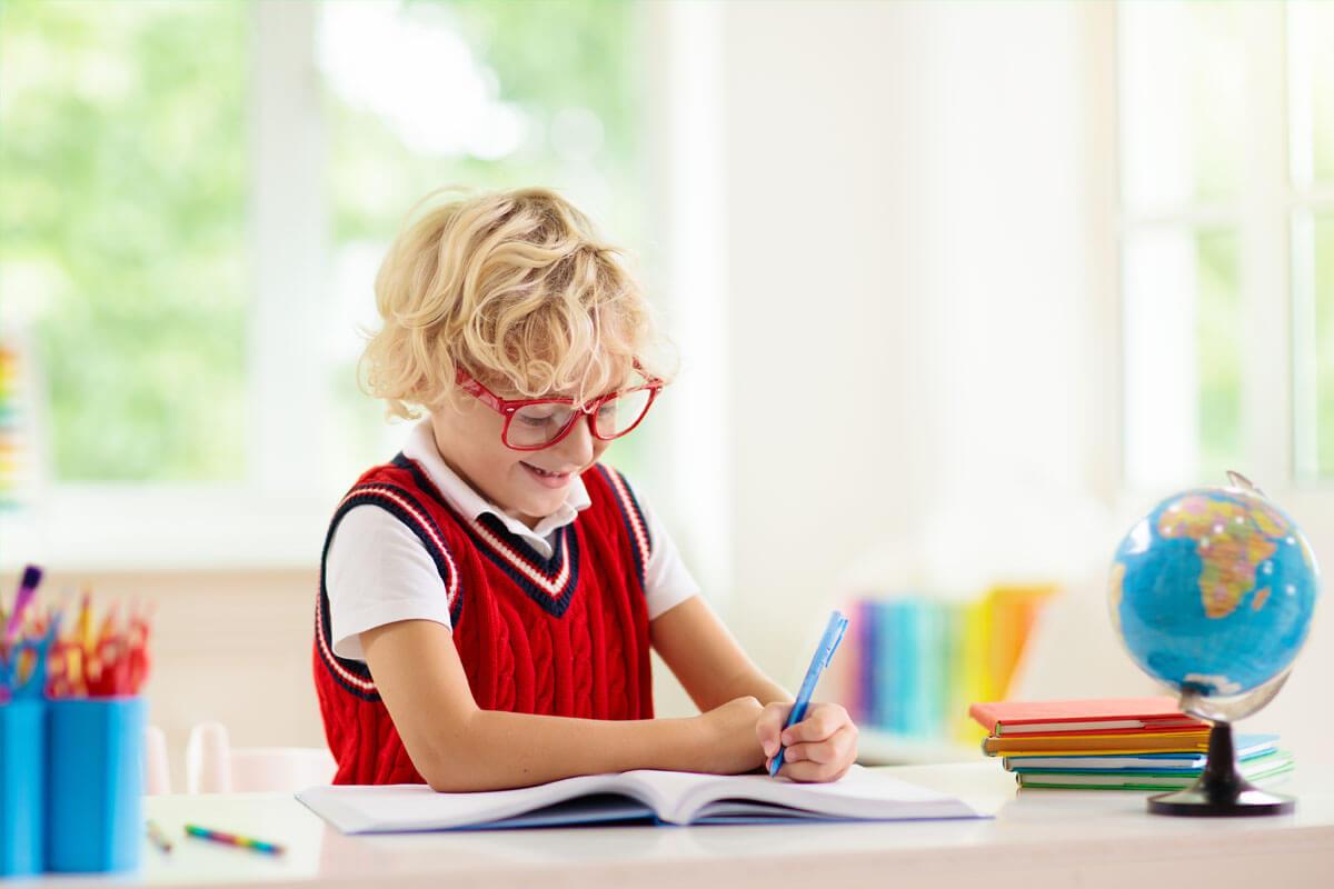 Sichere Brillen für den Schulsport, © FamVeld/Shutterstock.com