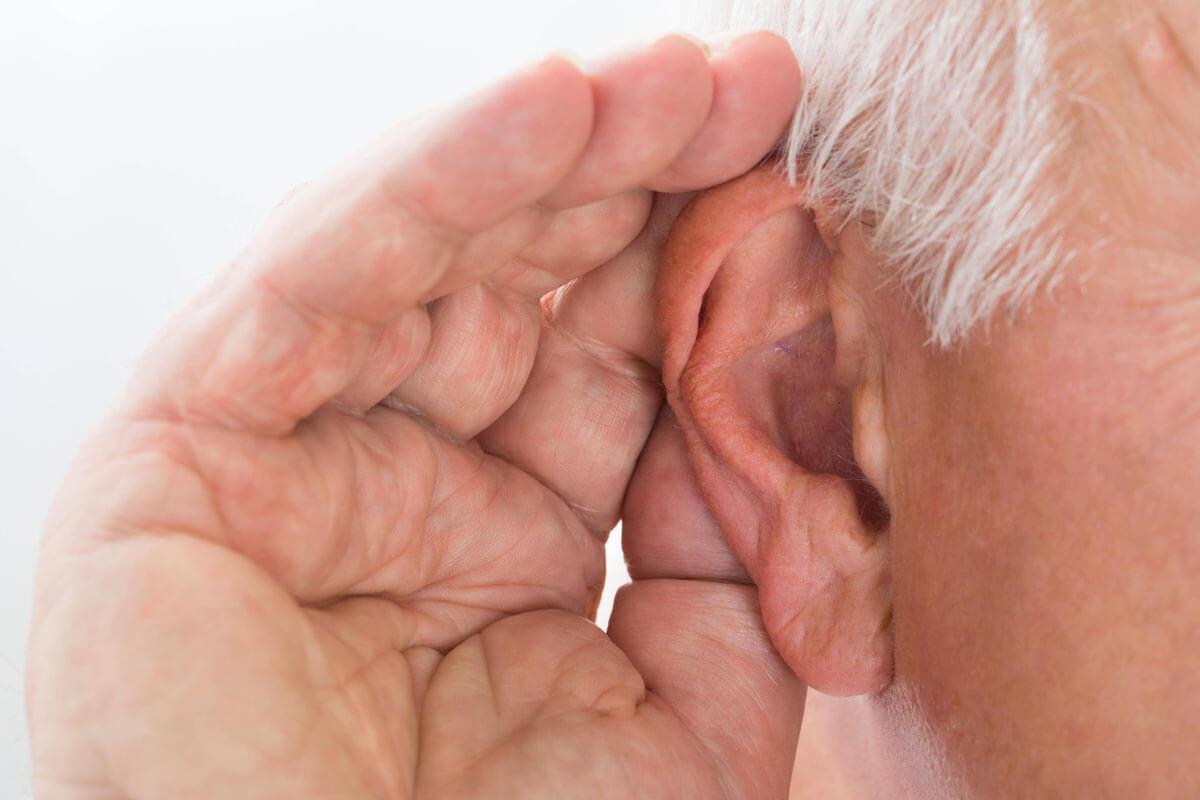 Wie bitte? Die Hälfte der Über-65-Jährigen hört schlecht.