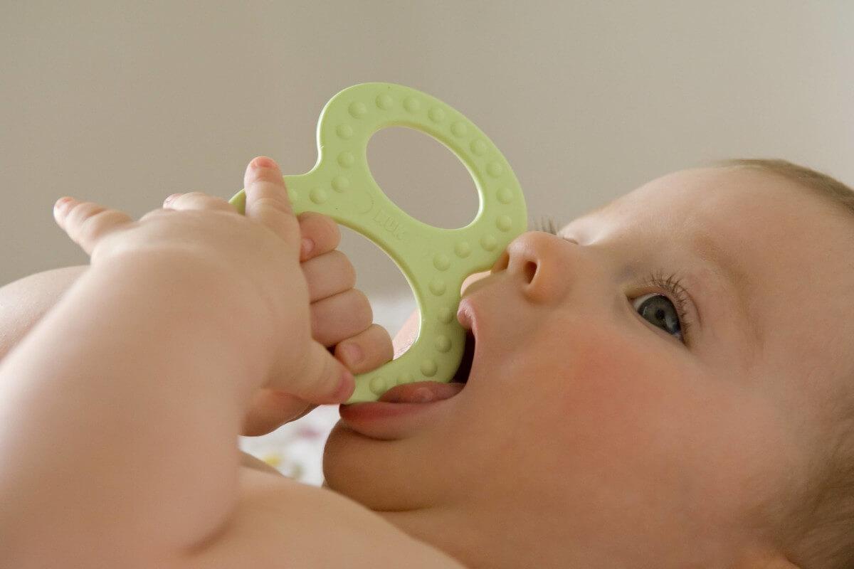 Tipps gegen schmerzhaftes Zahnen, © imagebroker/imago-images.de