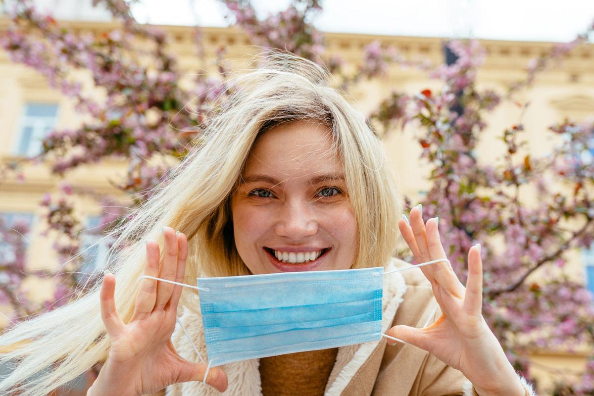 Schützt die Maske vor Heuschnupfen?, © Iryna Inshyna/Shutterstock.com